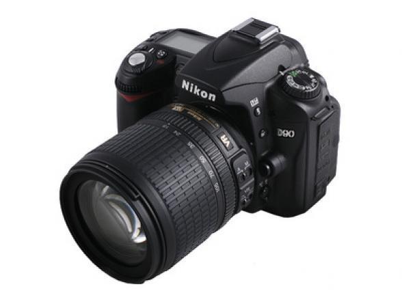 Зеркальный фотоаппарат Nikon D90 Kit 18-105 VR