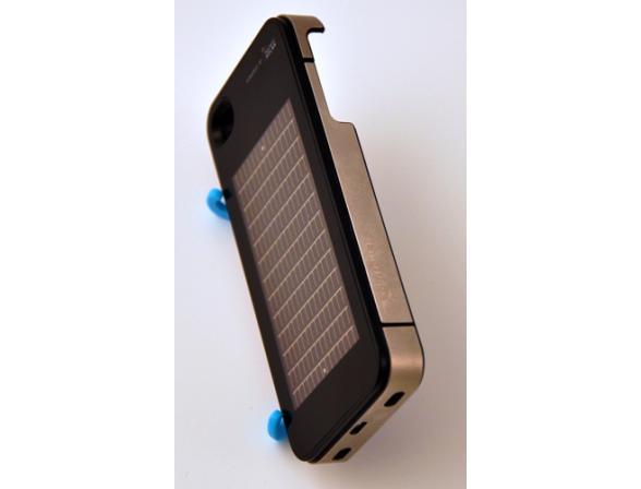 Бампер на солнечных батареях EnerPlex для iPhone 4/4S